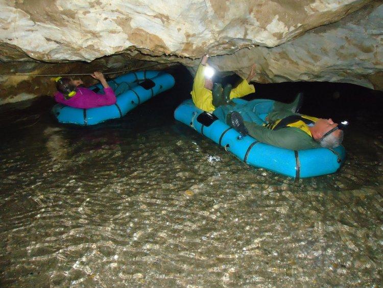 Екстремно в пещера Голубовица и Каньонът на река Есенска